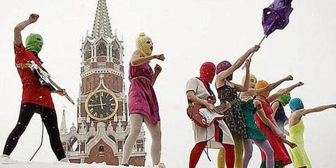 2 membres du groupe Pussy Riot sont encore en prison.