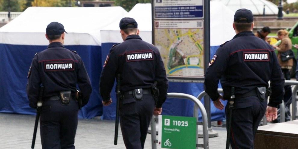 Selon un journaliste russe de Novaya Gazeta, en février, trois journalistes russes ont été arrêtés illégalement à Grozny par des policiers tchétchènes.© Amnesty International