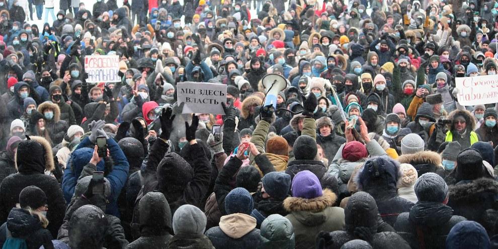 Malgré des températures frisant les -50 degrés, les manifestants russes ont été nombreux à demander la libération de l'opposant Alexei Navalny. Ici, lors d'une manifestation non autorisée le 23 janvier à Perm city. © Shutterstock/Baba Mora