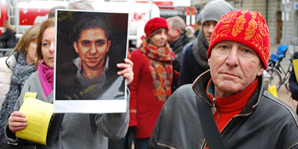 Près de 100 personnes se sont rassemblées le 23 janvier 2015 sur la place du Casino à Berne.