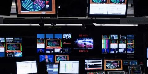 Salle de contrôle de la Radio Télévision suisse (RTS) © ENNIO LEANZA / Keystone