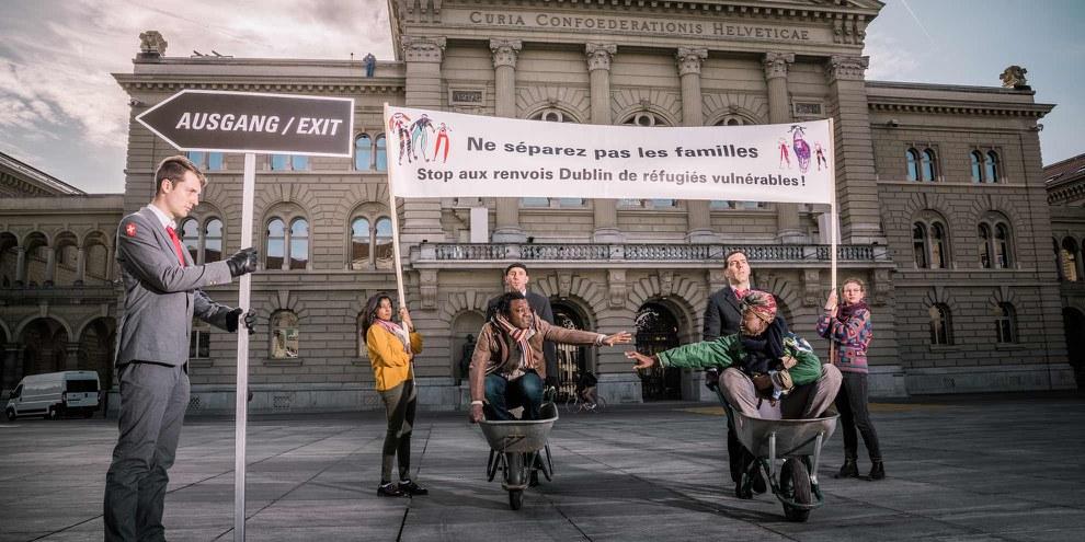33'000 personnes et plus de 200 organisations ont signé l'Appel contre l'application aveugle du règlement Dublin, remis le 20 novembre 2017 au Conseil fédéral. © bygabee.com