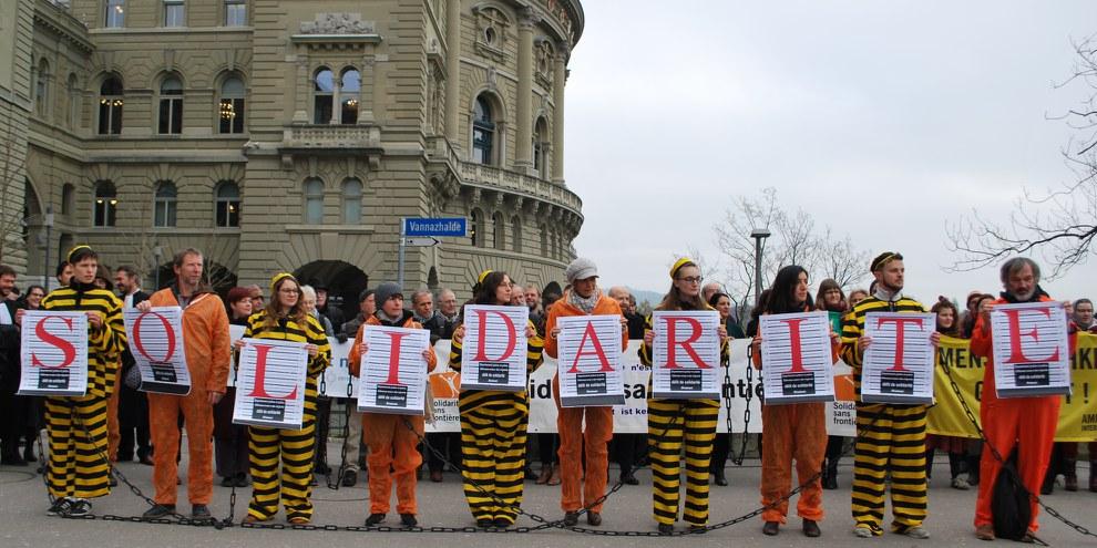 En 2018, 972 personnes ont été condamnées pour violation de l'article 116 de la Loi sur les étrangers et l'intégration (LEI).  © AICH