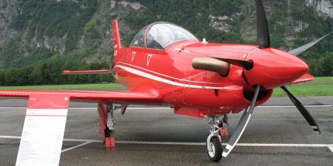 Pilatus soutient la formation des pilotes de combat en Arabie saoudite, aux Émirats Arabes Unis et dans d'autres pays avec des avions d'entraînement et des simulateurs. © wikimedia / Hb-mfb