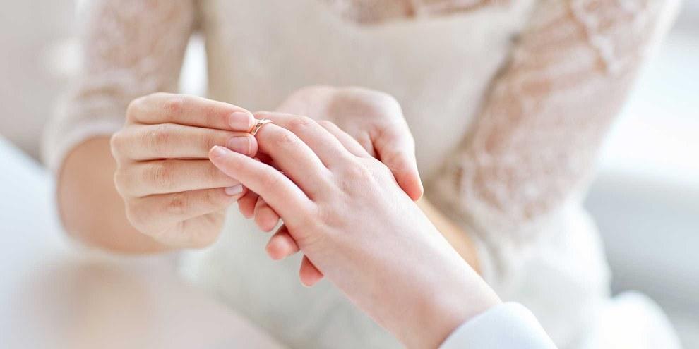 Les couples homosexuels sont aussi concernés par la pénalisation du mariage – mais sans bénéficier des mêmes droits que les couples hétérosexuels. © Syda-Productions / Shutterstock.com