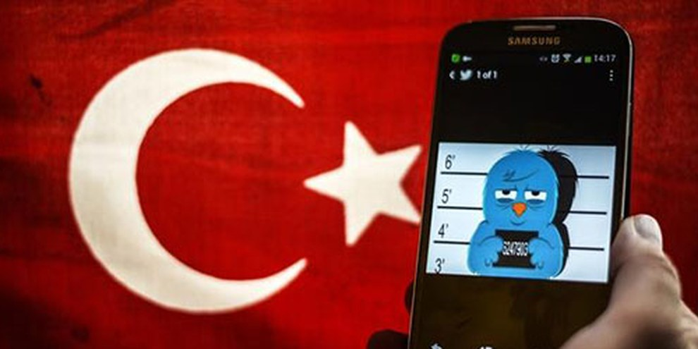 29 utilisateurs de Twitter sont actuellement jugés en Turquie, ils encourent jusqu'à 3 ans de prison. © AFP/Getty Images