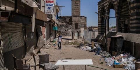 Bâtiments démolis par les affrontements entre le gouvernement turc et le parti des travailleurs du Kurdistan (PKK) à Sur, quartier central de Diyarbakir. © Guy Martin/Panos