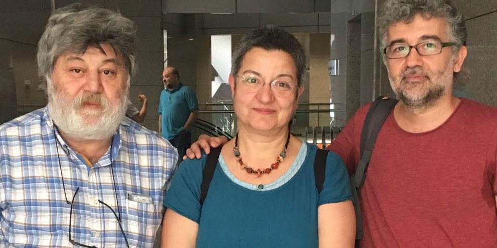 Ahmet Nesin, Şebnem Korur Fincancı et Erol Önderoğlu la veille de leur arrestation. © RSF