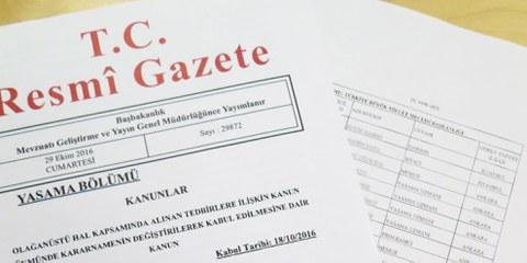 Les noms des personnes licenciées sont publiés dans le bulletin officiel. © Amnesty International