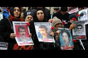 Les familles de disparus doivent être respectées et non attaquées
