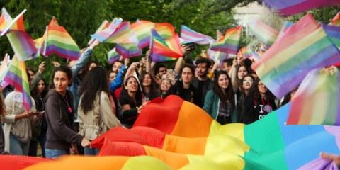 Étudiant·e·s réclamant le respect de leurs droits à la dignité et à l'égalité à Ankara. © ODTU LGBTI+