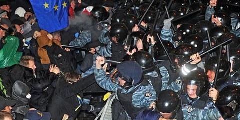 La police a recouru à des mesures violentes pour stopper des manifestants. © GENYA SAVILOV/AFP/Getty Images