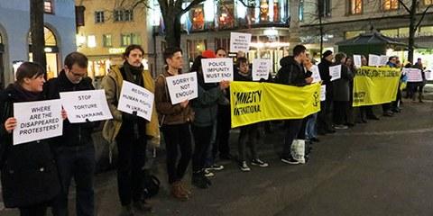 Des militants et militantes d'Amnesty International se sont mobilisés le 11 février 2014 à Zurich. © Amnesty International