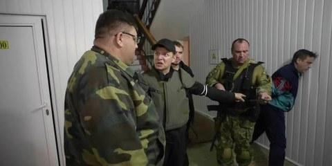 Une vidéo le site d'Oleg Liachko montre ce dernier en train de menacer le maire de Slaviansk. © YouTube/Oleg Lyashko