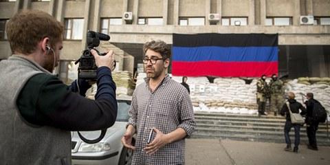 Dans la ville de Slavyansk, exercer le métier de journalistes s'avère désormais passablement risqué. © AFP/Getty Images