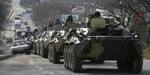 L'armée ukrainienne et les forces rebelles violent le droit international humanitaire en mettant des civils en danger. © REUTERS/Baz Ratner