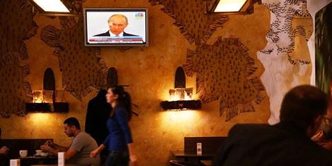 Les motivations de l'agression sont une émission montrant le président Poutine signant l'accord avec les autorités de facto de la Crimée. © Spencer Platt/Getty Images