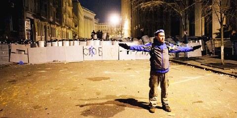 La justice pour les victimes des manifestations – homicides, blessures, actes de torture – ne progresse guère, ce qui expose une nouvelle fois les graves défaillances du système pénal ukrainien. © Amnesty International