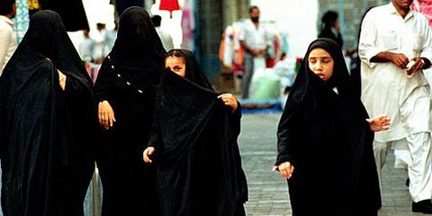 Femmes dans un marché à Dammam, en Arabie Saoudite. © APGraphicsBank