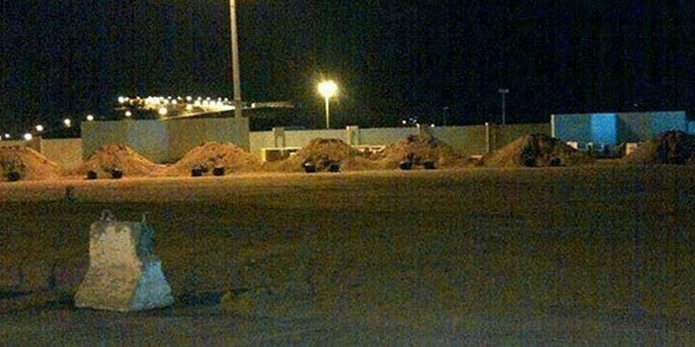 Collines de sable préparées pour les executions.  © Private