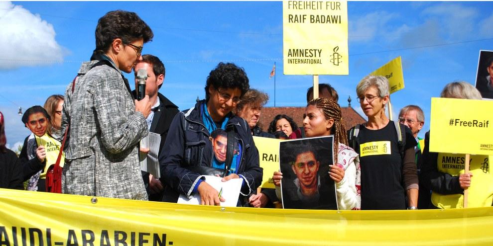 Ensaf Haidar, l'épouse de Raif Badawi lors d'une manifestation à Berne. Octobre 2015. © Amnesty International
