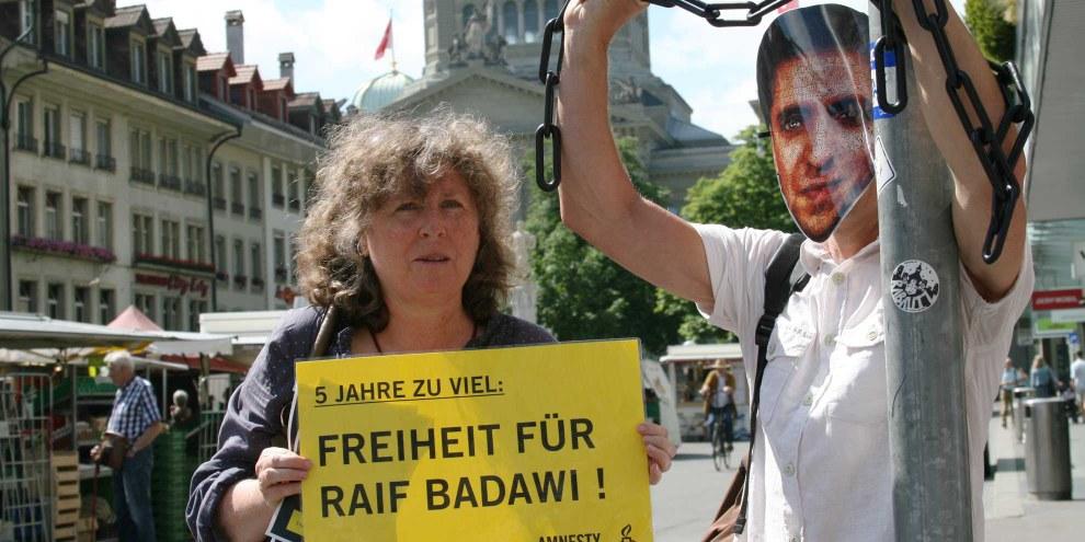 A l'occasion des 5 ans d'emprisonnement de Raif Badawi, une veillée de cinq jours a lieu à Berne sur la Bärenplatzbrunnen pour demander sa libération. © Amnesty Suisse