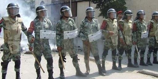 De violents assauts sur des manifestant·e·s pacifiques ont eu lieu sous le régime d'état d'urgence. © Omnia E. Al Desoukie