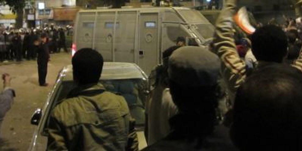 L'opposition manifeste devant le palais présidentiel. © AI