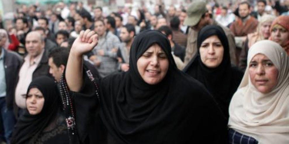 Des femmes soumises aux «tests de virginité» par les forces armées font partie des miliers de personnes attendant la justice. © Sarah Carr