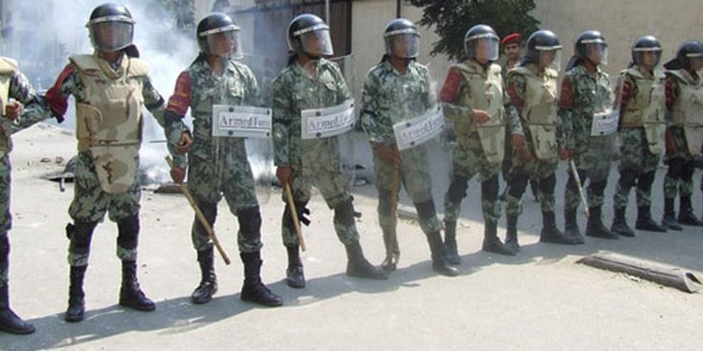 La justice militaire se fait dans la rue et lors de procès iniques de civils . © Omnia E. Al Desoukie