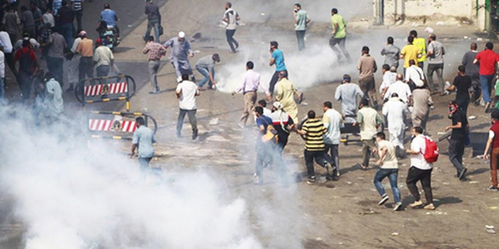 Au Caire, la police a fait recours à du gaz lacrymogène et des balles en caoutchouc contre des manifestants pro-Morsi. © REUTERS/Amr Abdallah Dalsh