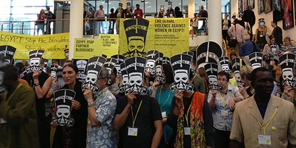 Des délégué·e·s d'Amnesty demandent de mettre fin à la violence en Egypte. © Amnesty International