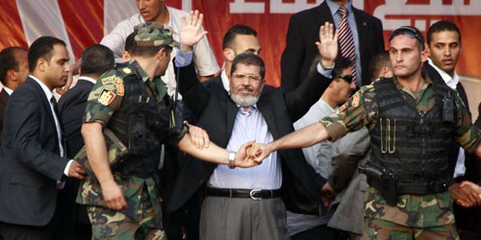L'ancien président égyptien a été condamné à mort avec d'autres dirigeants des Frères musulmans pour avoir orchestré des évasions lors de la Révolution du 25 janvier 2011. © Mahmoud Khaled / Demotix