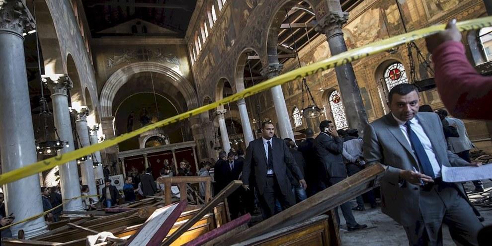 Au moins 25 personnes ont été tuées lors d'un attentat à l'église orthodoxe copte de Saint-Pierre, au Caire. © KHALED DESOUKI/AFP/Getty Images