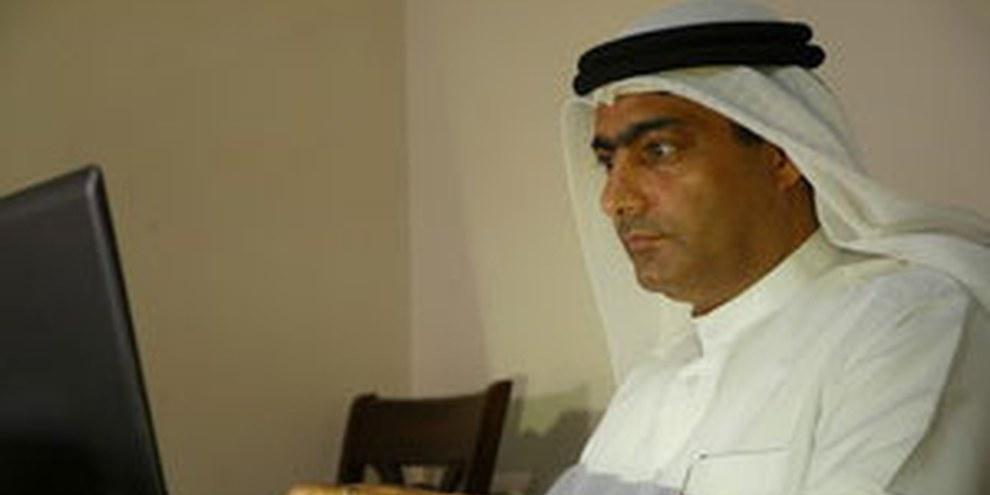 Ahmed Mansoor, défenseur des droits humains aux Émirats arabes unis, dénonce régulièrement la détention arbitraire, la torture ou encore les traitements dégradants.