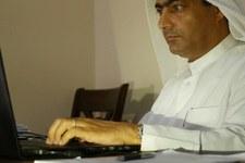 Ahmed Mansoor, éminent défenseur des droits humains arrêté lors d'un raid nocturne