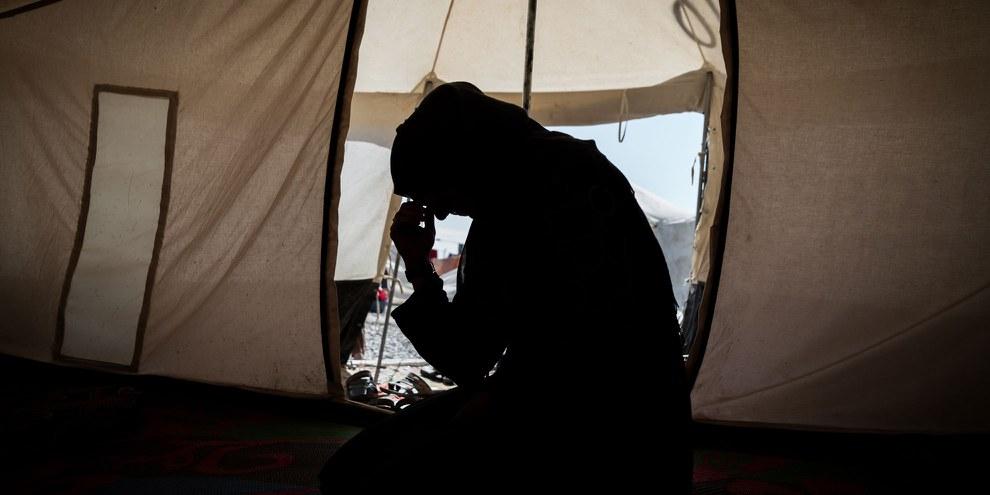 En Irak, des milliers de familles subissent des conditions de vie dramatiques après que les hommes de la famille ont été tués ou soumis à une arrestation arbitraire ou à une disparition forcée alors qu'ils fuyaient des secteurs contrôlés par l'EI à Mossoul ou dans ses environs. © Amnesty International