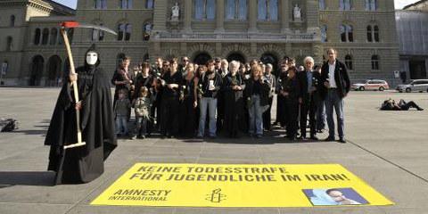 Action d'Amnesty suisse sur la place fédérale (2010) © AI