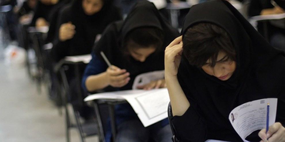 De nombreux étudiants se voient refuser l'entrée des cours à cause de leurs activités militantes. © Hanif Shoaei/Demotix