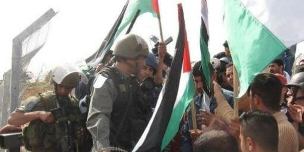 Les habitant·e·s de Bil'in ont manifesté plus de deux ans, chaque semaine, pour que le mur de séparation qui divise leurs terres soit détruit. © Christian Peacemaker Teams