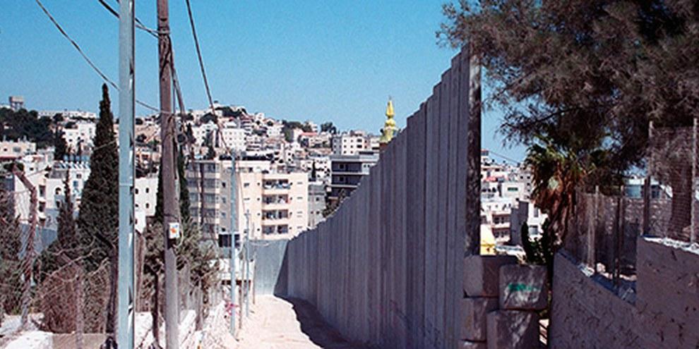 Des hommes armés ont attaqué des fidèles dans une synagogue, tuant quatre personnes et en blessant huit autres. © Amnesty International