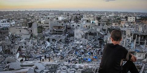 Les destructions massives de bâtiments civils ne répondent à aucun besoin militaire. © Ibrahim Khader/Pacific Press/LightRocket via Getty Images