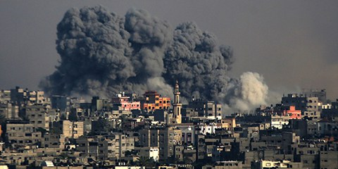 Aux termes du droit international humanitaire, des attaques visant délibérément des civils ou des biens de caractère civil constituent des crimes de guerre. © EPA/MOHAMMED SABER