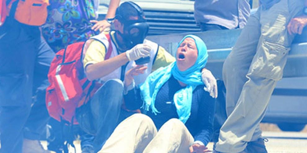 Le gaz lacrymogène utilisé par les forces israéliennes ont des effets dévastateurs sur les civils. © Haim Schwarczenberg