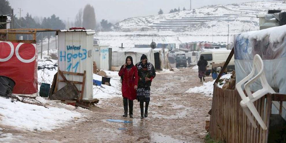 Deux femmes réfugiées syriennes dans un camp libanais dans la vallée de Bekaa. © REUTERS/Jamal Saidi Images
