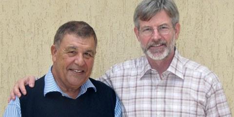 Rachid Hamdani et Max Göldi remerciant la population suisse de son soutien. Tripoli, le 9 décembre 2009. © DR