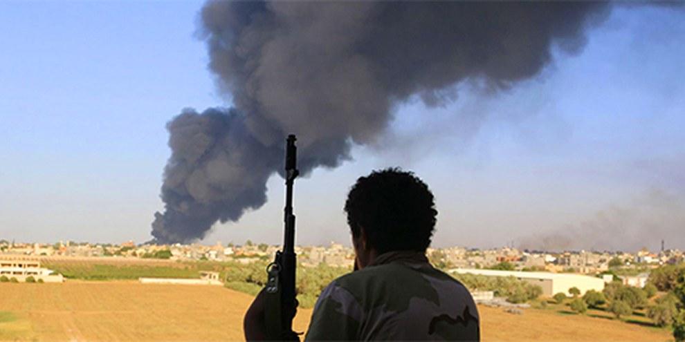 Torture, exécutions sommaires et autres mauvais traitements envers les détenus sont monnaie courante dans les groupes armés des différents camps. © Reuters/Hani Amara