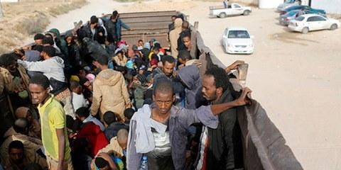 Les conditions déplorables dans les centres de détention pour migrants expliquent pourquoi ils sont si nombreux à tenter de partir. © REUTERS