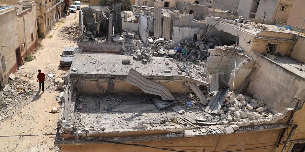 Les maisons de Qasr Bin Ghashir ont été détruites par des raids aériens de la GNA le 23 juin 2019. © AI