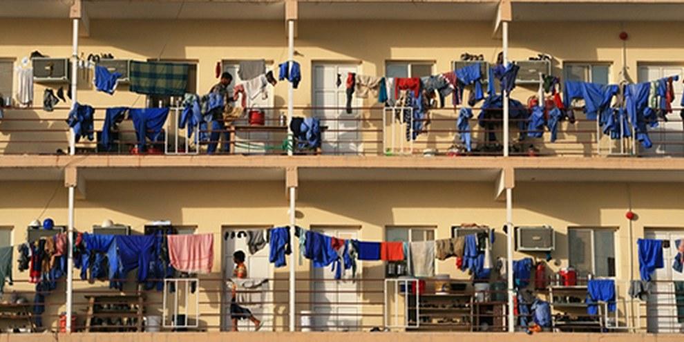 Les travailleurs migrants subissent de nombreux abus, notamment en ce qui concerne leurs conditions de logement. © Richard Messenger